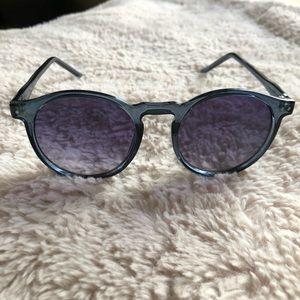 GAP sunglasses in blue